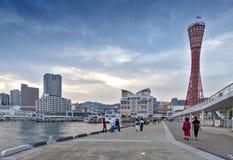 Πύργος λιμένων του Kobe που βλέπει από το πάρκο του Kobe Meriken, λιμένας του Kobe, νομαρχιακό διαμέρισμα Hyogo, Ιαπωνία Στοκ Εικόνες