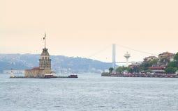 Πύργος Ιστανμπούλ Τουρκία κοριτσιών Στοκ φωτογραφίες με δικαίωμα ελεύθερης χρήσης
