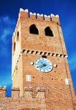 Πύργος, κάστρο, παλαιοί τοίχοι ενάντια στο μπλε ουρανό, στο Καστελφράνκο Βένετο, Ιταλία, Ευρώπη Στοκ Φωτογραφίες