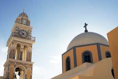 Πύργος και εκκλησία κουδουνιών Στοκ εικόνες με δικαίωμα ελεύθερης χρήσης