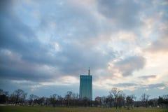 Πύργος και εμπορικό κέντρο Usce σε νέο Βελιγράδι Novi Beograd Το Usce είναι ένας μικτός χρησιμοποιημένος ουρανοξύστης στοκ εικόνα