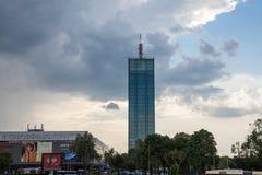 Πύργος και εμπορικό κέντρο Usce σε νέο Βελιγράδι Novi Beograd Το Usce είναι ένας μικτός χρησιμοποιημένος ουρανοξύστης στοκ εικόνες
