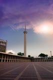 Πύργος και ηλιοβασίλεμα μουσουλμανικών τεμενών Στοκ Φωτογραφίες