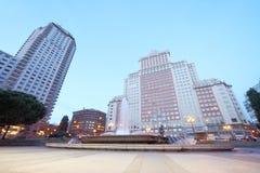 Πύργος και Ισπανία της Μαδρίτης που στηρίζονται στο ισπανικό τετράγωνο Στοκ εικόνα με δικαίωμα ελεύθερης χρήσης