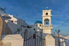 Πύργος και Ορθόδοξη Εκκλησία κουδουνιών στην πόλη Imerovigli, νησί Santorini, Ελλάδα Στοκ φωτογραφίες με δικαίωμα ελεύθερης χρήσης