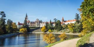 Πύργος και πάρκο Pruhonice στη Δημοκρατία της Τσεχίας Στοκ εικόνες με δικαίωμα ελεύθερης χρήσης