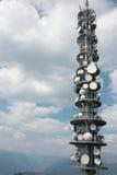 Πύργος κεραιών επαναληπτών επικοινωνίας Στοκ Εικόνα