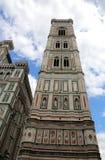 Πύργος κουδουνιών που σχεδιάζεται από Giotto που βλέπει από κάτω από Στοκ Φωτογραφίες