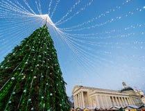 Πύργος κουδουνιών χριστουγεννιάτικων δέντρων και καθεδρικών ναών στην εμφάνιση Vilnius Στοκ φωτογραφία με δικαίωμα ελεύθερης χρήσης