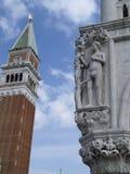 Πύργος κουδουνιών και Doges παλάτι, Βενετία, Ιταλία Στοκ εικόνες με δικαίωμα ελεύθερης χρήσης
