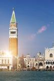 Πύργος κουδουνιών της βασιλικής του ST Mark ` s και του Doge ` s παλατιού, Βενετία, Ιταλία Στοκ φωτογραφία με δικαίωμα ελεύθερης χρήσης