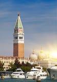 Πύργος κουδουνιών της βασιλικής του ST Mark ` s και του Doge ` s παλατιού, Βενετία, Ιταλία Στοκ εικόνα με δικαίωμα ελεύθερης χρήσης