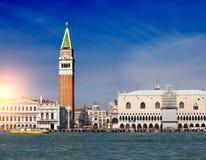 Πύργος κουδουνιών της βασιλικής του ST Mark ` s και του Doge ` s παλατιού, Βενετία, Ιταλία Στοκ φωτογραφίες με δικαίωμα ελεύθερης χρήσης