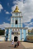 Πύργος κουδουνιών του χρυσός-καλυμμένου δια θόλου μοναστηριού του ST Michael, Κίεβο Στοκ φωτογραφία με δικαίωμα ελεύθερης χρήσης