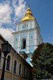 Πύργος κουδουνιών του χρυσός-καλυμμένου δια θόλου μοναστηριού του ST Michael, Κίεβο Στοκ Εικόνα