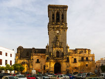 Πύργος κουδουνιών BasÃlica arcos de frontera Λα Στοκ Εικόνες