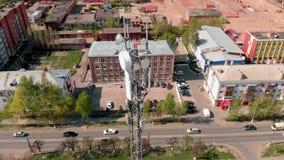 Πύργος κυττάρων Αστικό περιβάλλον, κατοικημένα κτήρια Εναέριος πυροβολισμός από τον κηφήνα φιλμ μικρού μήκους