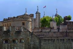 Πύργος Λονδίνο με τη βρετανική σημαία του Union Jack, Λονδίνο Ηνωμένο Βασίλειο Στοκ εικόνες με δικαίωμα ελεύθερης χρήσης