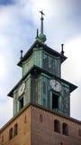 Πύργος μιας παλαιάς εκκλησίας στοκ εικόνα με δικαίωμα ελεύθερης χρήσης