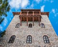 Πύργος μοναστηριών με το ξύλινο μπαλκόνι Στοκ Φωτογραφίες