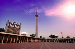Πύργος μουσουλμανικών τεμενών και ο όμορφος ουρανός Στοκ Φωτογραφίες