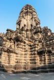 Πύργος ναών Wat Angkor Άποψη από μέσα από το ναό η banteay λίμνη της Καμπότζης angkor lotuses συγκεντρώνει siem το ναό srey Καμπό Στοκ Φωτογραφία