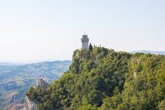 Πύργος πάνω από το βουνό Στοκ φωτογραφία με δικαίωμα ελεύθερης χρήσης