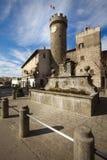 Πύργος, πηγή και plaza του χωριού Bagnaia Ιταλία Στοκ Εικόνες