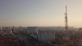 Πύργος πόλεων τηλεπικοινωνιών απόθεμα βίντεο