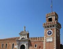Πύργος ρολογιών της Βενετίας Ιταλία ενός παλατιού αποκαλούμενου Arsenale Στοκ Εικόνες