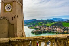 Πύργος ρολογιών Sassocorvaro και Mercatale στοκ φωτογραφία με δικαίωμα ελεύθερης χρήσης