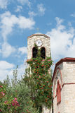 Πύργος ρολογιών εκκλησιών Στοκ φωτογραφία με δικαίωμα ελεύθερης χρήσης