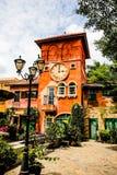 Πύργος ρολογιών, ελαφρύς πόλος στο θέρετρο Pattaya Ταϊλάνδη τουλιπών της Ολλανδίας Στοκ φωτογραφία με δικαίωμα ελεύθερης χρήσης