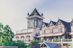 Πύργος ρολογιών στην κοινοτική λεωφόρο Pickadaily, Μπανγκόκ, Ταϊλάνδη Στοκ Φωτογραφίες