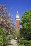 Πύργος ρολογιών στις βασίλισσες University στο Σαρλόττα στοκ φωτογραφία