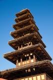 Πύργος σπιτιών που γίνεται στο ξύλο και τα φύλλα Στοκ Φωτογραφία