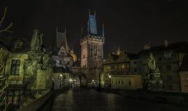 Πύργος στη γέφυρα του Charles στη νύχτα Πράγα Στοκ Εικόνες