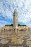 Πύργος στο μπλε ουρανό στο Χασάν ΙΙ μουσουλμανικό τέμενος Στοκ Εικόνες