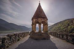 Πύργος στο παρεκκλησι ananuri στοκ φωτογραφία με δικαίωμα ελεύθερης χρήσης