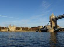 Πύργος της γέφυρας του Λονδίνου και πύργων Στοκ φωτογραφία με δικαίωμα ελεύθερης χρήσης