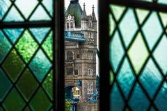 Πύργος της γέφυρας του Λονδίνου από τον άσπρο πύργο Στοκ φωτογραφία με δικαίωμα ελεύθερης χρήσης