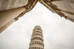 Πύργος της Πίζας με τον καθεδρικό ναό της Πίζας στοκ φωτογραφία με δικαίωμα ελεύθερης χρήσης
