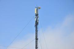 Πύργος τηλεπικοινωνιών για τη μετάδοση των ραδιο κυμάτων Στοκ φωτογραφία με δικαίωμα ελεύθερης χρήσης