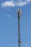 Πύργος τηλεπικοινωνιών στο σύννεφο στον ουρανό Στοκ φωτογραφία με δικαίωμα ελεύθερης χρήσης