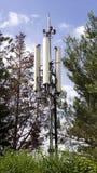 Πύργος τηλεφωνικών κεραιών κυττάρων. Στοκ εικόνες με δικαίωμα ελεύθερης χρήσης