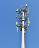Πύργος τηλεφωνικών κεραιών κυττάρων Στοκ εικόνα με δικαίωμα ελεύθερης χρήσης