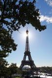 Πύργος του Άιφελ ενάντια στην ηλιοφάνεια στο Παρίσι, Γαλλία Στοκ φωτογραφίες με δικαίωμα ελεύθερης χρήσης