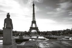 Πύργος του Άιφελ με το πουλί στο άγαλμα Θέση Trocadero Παρίσι Γαλλία στοκ εικόνα με δικαίωμα ελεύθερης χρήσης