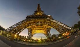 Πύργος του Άιφελ στο λυκόφως στοκ εικόνα με δικαίωμα ελεύθερης χρήσης