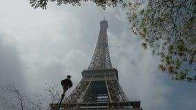 πύργος του Άιφελ Ευρώπη Γαλλία Παρίσι Η άποψη του διάσημου εικονιδίου ταξιδιού και τουρισμού στην ημέρα το καλοκαίρι με το μπλε φιλμ μικρού μήκους